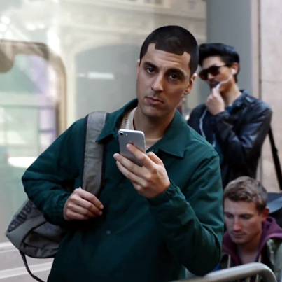 Samsung Takes Shots At Apple In New Commercial 😂😂😂