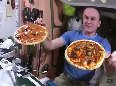 Astronauts Throw Pizza Party In Space 🛰 🍕