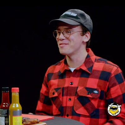 Logic Solves A Rubik's Cube While Eating Spicy Wings 😂