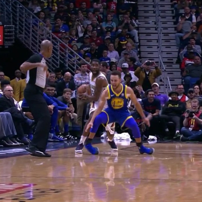 Steph Curry Rolls His Ankle And Leaves The Game 😪🙏
