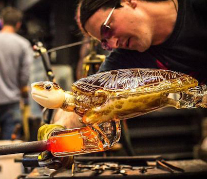 Glassblowers Join Forces To Create An Incredible Sea Turtle Sculpture 👊👊🔥🔥