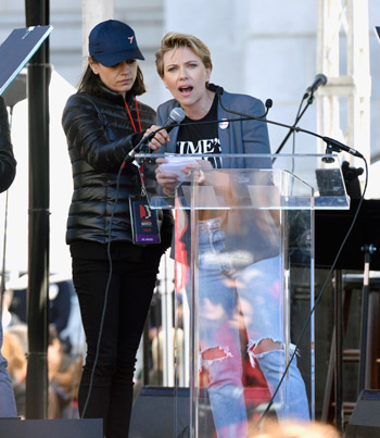 Scarlett Johansson Calls Out James Franco At Women's March 👏 👏 👏