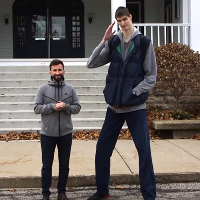 Catching Up With The World's Tallest Teenager 🔥❗️✊