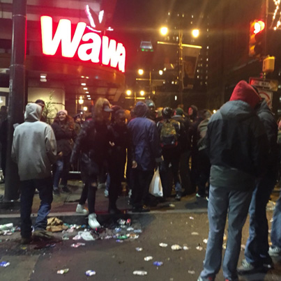 Huge Super Bowl Food Fight Breaks Out Inside Philly Wawa 😱😜😜