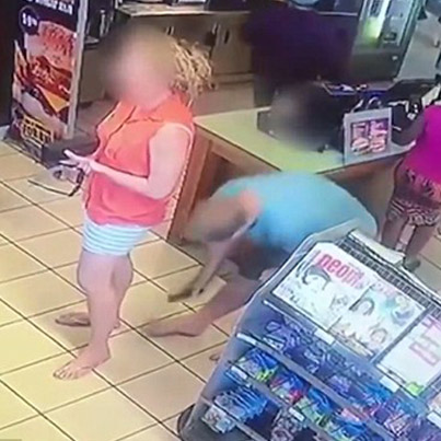 Pervert In South Africa Caught Taking An Upskirt Pic 😱😱😱