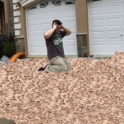 Popular YouTuber Gives His 3,000,000th Subscriber 3,000,000 Pennies 😧💯🔥
