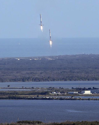SpaceX's Falcon Heavy Side Boosters Land Like Alien Spaceships Arriving To Earth