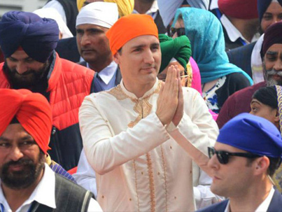 Trudeau Ridiculed By Indians For 'Fake Annoying' Traditional Outfits 🇨🇦🇮🇳