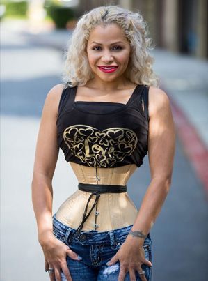 Crazy Sh*t: Waist Trainer Mom Shrinks Her Waist To 18 Inches 😱😱😱