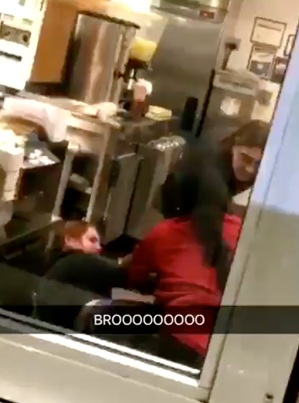 Wendy's Employees Throw Hands As Customer In Drive Thru Records 😂😂😂😭😭