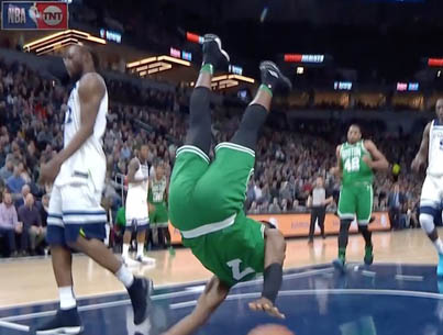 Jaylen Brown Walked Off To A Standing Ovation In Minnesota After A Scary Fall 🙏🙏🙏