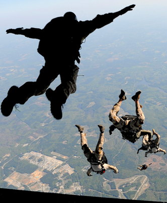 A Navy Seal Explains Why He'll Never Go Skydiving As A Civilian Again 🤔🤔🤔