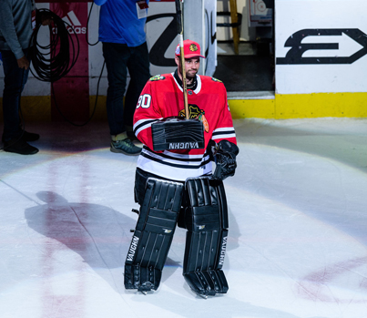 Blackhawks Use 36-Year-Old Accountant As Emergency Goalie To Beat Jets 🔥🔥🔥