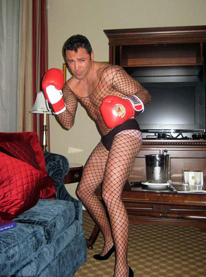 Oscar De La Hoya Is Being Extorted For A Sex Tape Involving Kitchen Utensils 😳😂