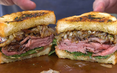 This Genius Used Garlic Bread To Make A Steak Sandwich 😍