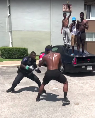 Street Sparring: Cop Agrees To Boxing Match In The Hood 😳👊