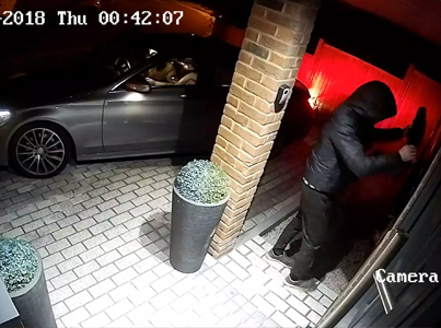 Jack Boys Hack Into A Mercedes-Benz And Steal It In 23 Seconds 😵😵😵