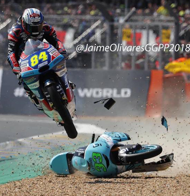 Motorcycle Rider Amazingly Jumps Over Crashed Opponent 😱😱😱