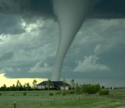 Crazy Guy Records Jaw-Dropping Tornado In Wyoming 🌪️🌪️🌪️