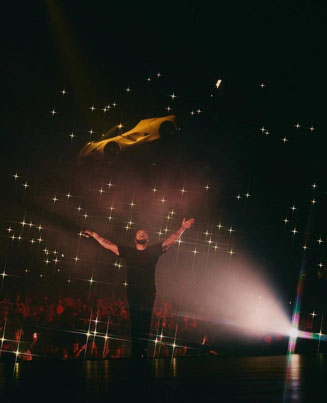 Drake With The Floating Ferrari At His Concert 🆙🆙🆙