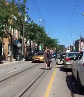 Shordy Breaks Up A Beef Ting In The Middle Of College St. 😯🙌🇨🇦