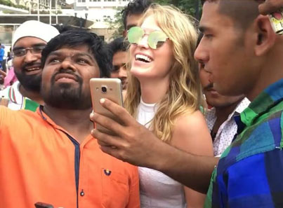 Thirsty Pakoraz Try To Take Selfies With A Random Shordy In India 😂😂😂💀💀