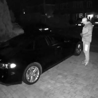 Hi-Tech Thieves Steal A Tesla Using Only A Phone & Tablet 😭😭😭🔴👑