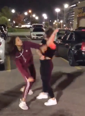 Jheeze Car Meet In Vaughan Ends With Two Woodbridge Tings Going At It 😩😩😩🔴👑