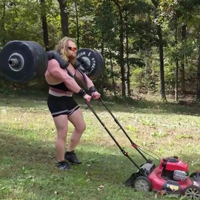 When You're Mowing The Lawn And The Ting Your Tryna Smash Walks By 😂😂😂😂💪🏾