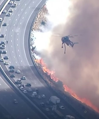 Brush Fire Erupts Along Freeway In Southern California 😱😱😱🔴👑