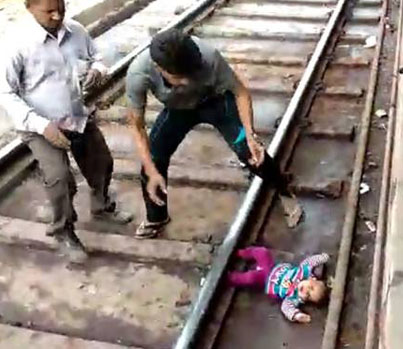 One-Year-Old Baby Escapes Unhurt As Train Runs Over Her In India 😱🚂🇮🇳🔴👑