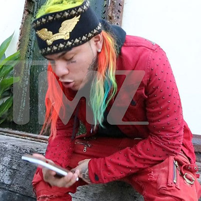 Tekashi69 Caught On Camera Ordering A Hit On Chief Keef's Cousin By TMZ Paparazzi 😓🤐