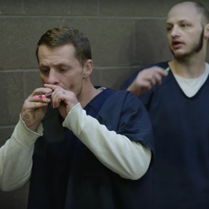 The Jailer That Got Rich Selling E-Cigs To Prison Inmates 🚬 🤔🇺🇸🔴👑