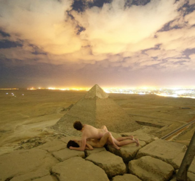 Egypt Investigating Photograph Of Man Smashing His Ting On Top Of The Great Pyramid 👀😱