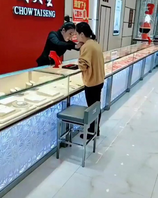 Robbery Jewelry Prank Had These Asian Employees Shook 😂😂😂🔴👑