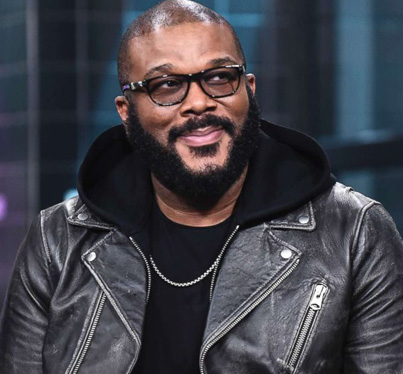 Tyler Perry Pays For Layaway Items For All Customers @ Two Atlanta Walmarts 🙏😭🔴👑