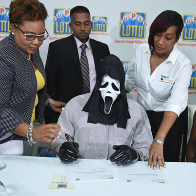 Jamaican Lottery Winner Wears 'Scream' Mask While Claiming $1.2M Prize 😱💰🇯🇲🔴👑