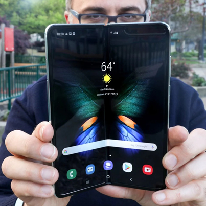 Hands On With The Samsung Galaxy Fold 🤑🤑🤑🔴👑