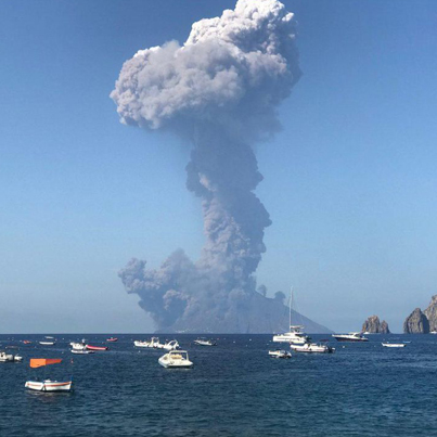 Stromboli Volcano Eruption Caught On Camera From A Sailboat 👀😱🌋🔴👑