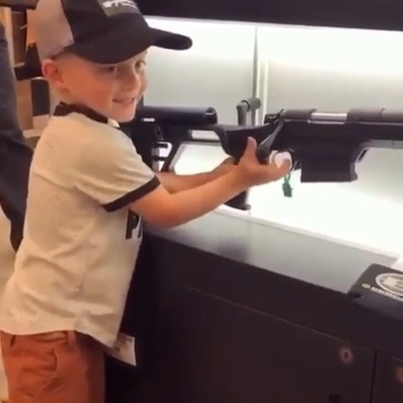 4-Year-Old Yute Being Praised For Knowing How To Reload A Gun 🇺🇸🚫🔫