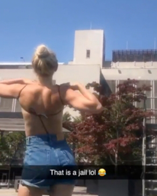 Shordy Takes Off Her Top In Front Of A Prison While Inmates Were Outside Watching 😂😂😂